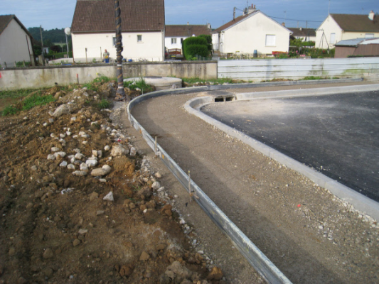Concrete pour in France with Poly Forms Flatwork forms