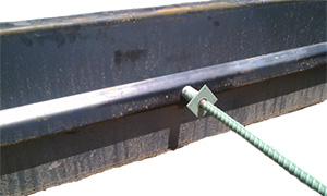 Keyway attachment for concrete paving forms