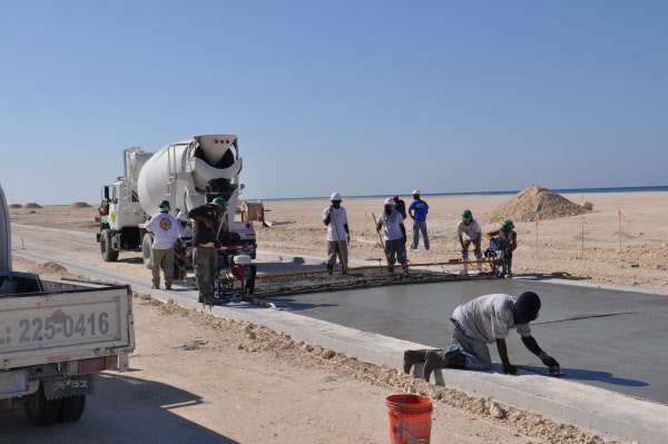 Cruiser Truss Screed leveling concrete for a road in Bahamas